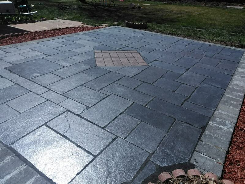 Patio with diamond pattern in the center